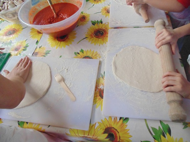 Rolling Pizzas